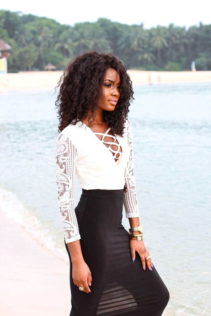 Billykiss Azeez – Your Favourite Muse – Classy, Beach and Summer Outfit – White laced-up bodysuit with black maxi skirt and sandals. Forever21, Aliexpress, Pretty Little Things. Fashion Blogger - Irish Nigerian.